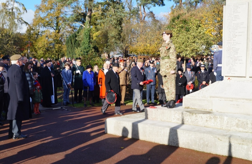 Sir Mike lays a wreath at the War Memorial in Boxmoor
